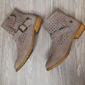 Restricted suede leather slouch ankle boots